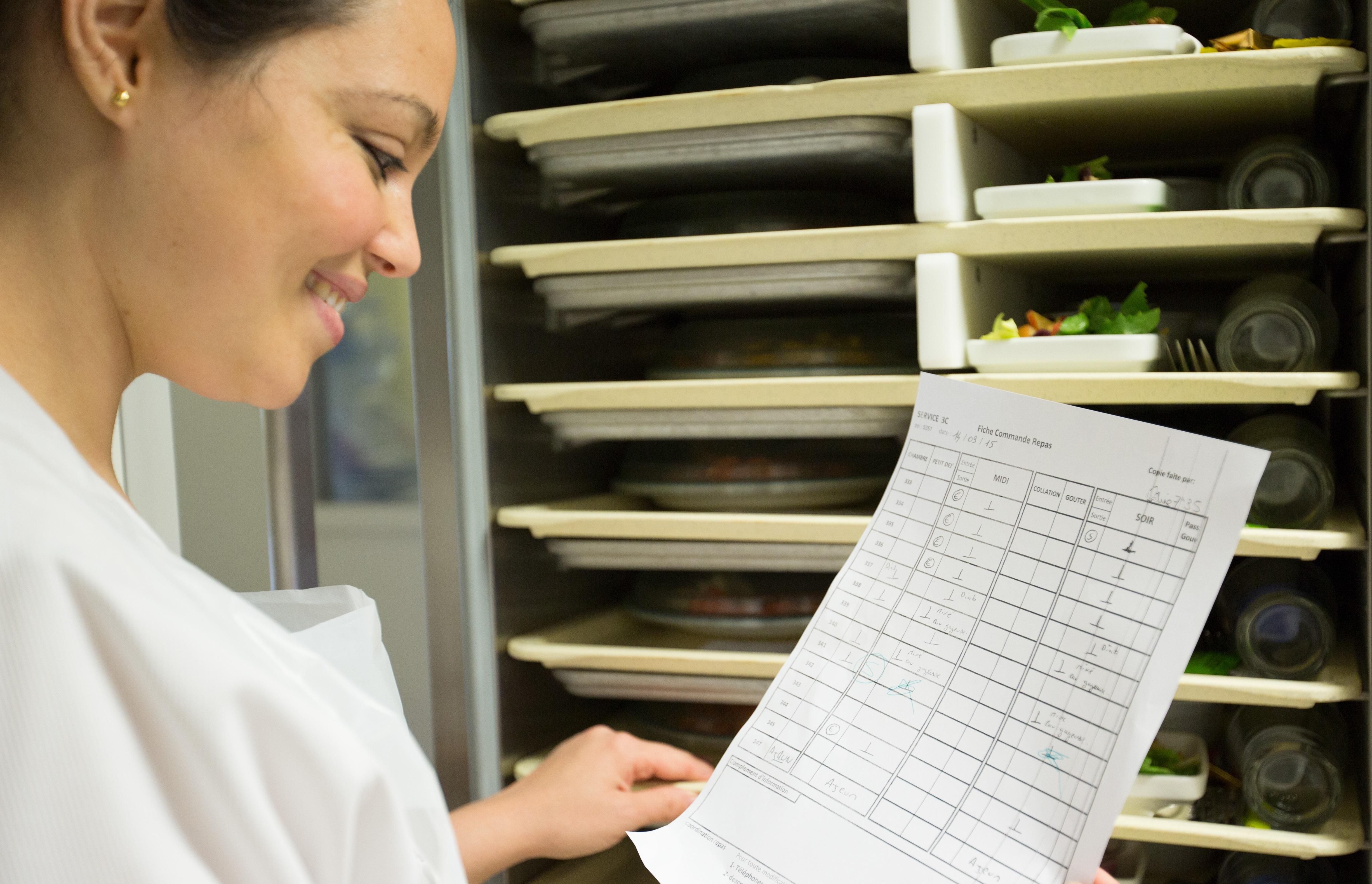 aide hoteliere distribution des repas